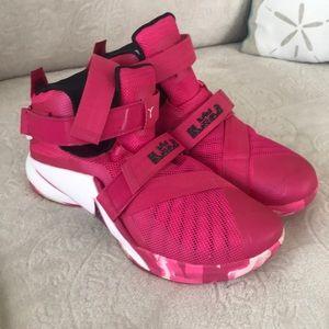 Nike Lebron Soldier IX Mens Basketball Shoes